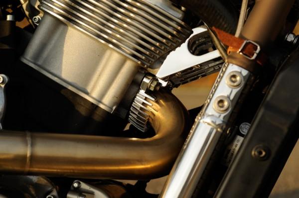 Dr Mechanik Shop V-Rod Auspuffschelle _01